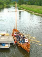 """der Nachbau eines römischen Patroullienschiffes, die Victoria"""" bei Hedemünden. Foto Wolfgang Schwerdt"""