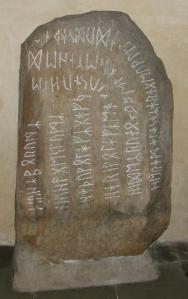 11-runenstein-kopie-c-archaeologisches-museum-frankfurt